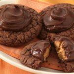 Brownie de chocolate con galleta de cacahuete y chocolate fundido