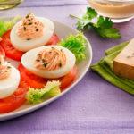 Huevos rellenos de jamón cocido