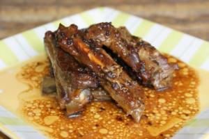 Costillas de cerdo con salsa de miel y mostaza