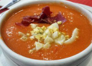 Gazpacho de cereza, queso fresco y anchoa