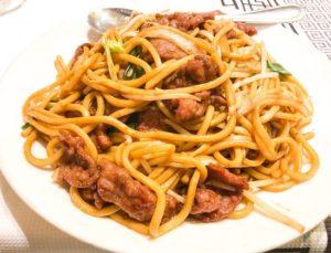 Chow mein de carne de cerdo