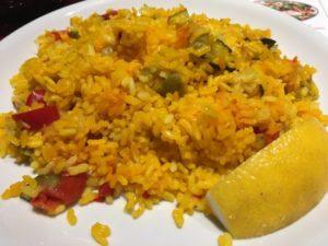 Habichuelas con arroz y pencas