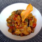Pisto de berenjena con arroz y salsa de yogur