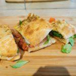 Panini con pollo, pesto y mozzarella