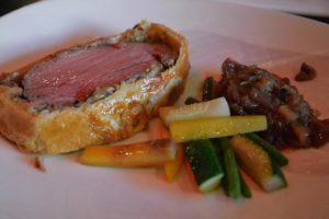 Solomillo de cerdo Wellington con foie y mermelada de frambuesa