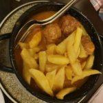 Albóndigas de pollo con patatas a la importancia