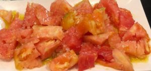 Ensalada de tomate con picatostes