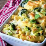 Pasta al horno con brócoli y jamón