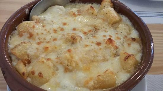 Cazuela de patatas con coliflor y queso parmesano
