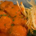 Albóndigas de pollo con salsa cremosa de tomate