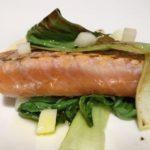 Filetes de salmón con verduras