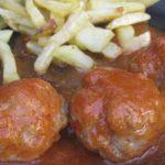 Albóndigas de pollo con patatas